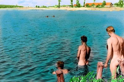 Three_men_water